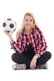 El adolescente hermoso en las lentes que se sientan con el balón de fútbol es Foto de archivo