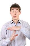 El adolescente muestra que el tiempo hacia fuera gesticula Imágenes de archivo libres de regalías