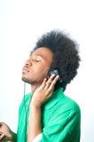 El adolescente negro escucha la música Fotos de archivo libres de regalías