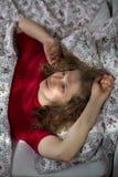 El adolescente positivo que tiene se relaja Fotografía de archivo libre de regalías