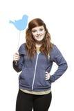 Adolescente que celebra una sonrisa social de la muestra de los medios Foto de archivo libre de regalías