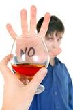 El adolescente rechaza el alcohol Foto de archivo