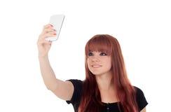 El adolescente se vistió en el negro que conseguía una foto con el móvil Imágenes de archivo libres de regalías