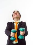 El adolescente se vistió en el traje de la oficina que hacía ejercicios del deporte Imágenes de archivo libres de regalías