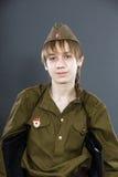 El adolescente se vistió en uniforme del soviet Fotos de archivo libres de regalías