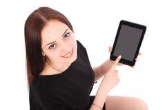 El adolescente sonriente del estudiante que muestra una tableta exhibe applicatio Foto de archivo