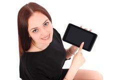 El adolescente sonriente del estudiante que muestra una tableta exhibe applicatio Fotos de archivo