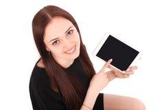 El adolescente sonriente del estudiante que muestra una tableta exhibe applicatio Fotografía de archivo