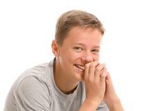 El adolescente tímido está riendo Foto de archivo libre de regalías