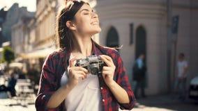 El adolescente toma las fotos almacen de metraje de vídeo