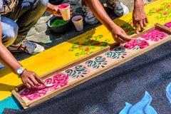 El adornamiento del serrín teñido prestó la alfombra, Antigua, Guatemala Fotos de archivo libres de regalías