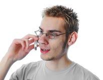 El adulto joven habla en el teléfono celular Fotos de archivo libres de regalías