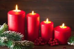 El advenimiento de la Navidad mira al trasluz la decoración de la linterna Fotos de archivo