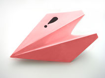 El aeroplano de papel trae una idea Foto de archivo libre de regalías