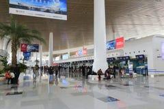 El aeropuerto comprobó la oficina del equipaje t4 del terminal, ciudad amoy, China Imagen de archivo