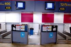 El aeropuerto llega los escritorios Imágenes de archivo libres de regalías