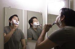 El afeitar del hombre Imágenes de archivo libres de regalías