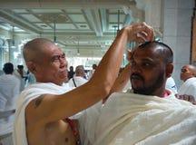 El afeitar o Tahalullul del peregrinaje fotografía de archivo