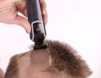 El afeitar principal con la maquinilla de afeitar eléctrica, condensador de ajuste Fotografía de archivo libre de regalías