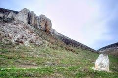 El afloramiento rocoso está situado en la parte superior cretácea Fotos de archivo libres de regalías