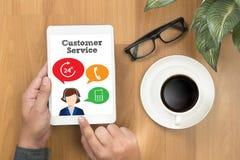 El agente Care del centro de atención telefónica del SERVICIO DE ATENCIÓN AL CLIENTE y del servicio de atención al cliente Fotografía de archivo