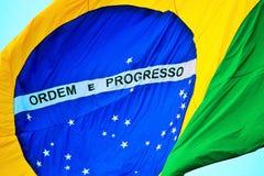 El agitar brasileño de la bandera Imágenes de archivo libres de regalías