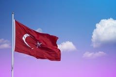 El agitar de la bandera de Turquía Fotos de archivo