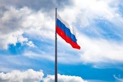El agitar ruso de la bandera Fotos de archivo