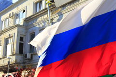 El agitar ruso de la bandera Fotografía de archivo libre de regalías