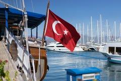 El agitar turco de la bandera Fotos de archivo libres de regalías