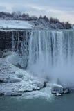 El agua cae en invierno Foto de archivo libre de regalías