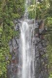 El agua cae en Sao Tome imagenes de archivo