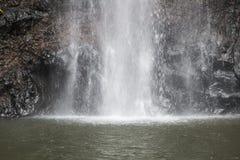 El agua cae en Sao Tome imágenes de archivo libres de regalías