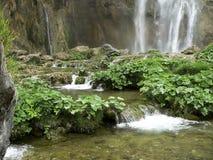 El agua conecta en cascada II imagen de archivo libre de regalías