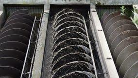 El agua de aguas residuales tamiza limpio metrajes