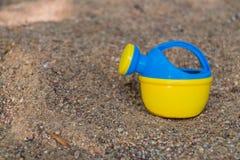 El agua puede en la arena 2 Fotografía de archivo