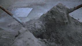 El agua se separa alrededor de la arena almacen de video