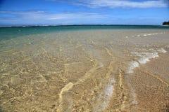 El agua verde y azul limpia en el mar imagen de archivo libre de regalías