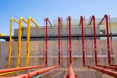 El agua y la espuma alinean para el sistema de protección contra los incendios Fotografía de archivo