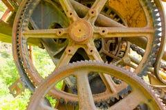 El aherrumbrar adapta en un cavador abandonado en el Yukón Fotos de archivo