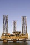 El aherrumbrar de la plataforma petrolera Imagen de archivo