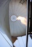 El aire caliente llena el globo Fotos de archivo libres de regalías