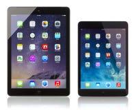 El aire del iPad de Apple y exhibición del iPad la mini homescreen fotografía de archivo