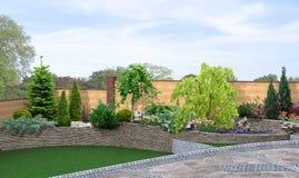 El ajardinar colgante y el fondo verde, 3d del patio trasero rinden libre illustration