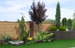 El ajardinar colgante y el fondo verde, 3d del patio trasero rinden stock de ilustración