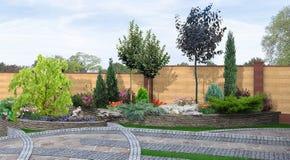 El ajardinar colgante y el fondo verde, 3d del patio trasero rinden ilustración del vector