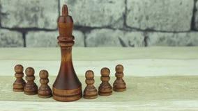 El ajedrez empeña color negro y al rey almacen de video