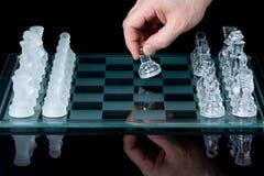El ajedrez primero se mueve Imagen de archivo libre de regalías