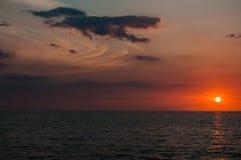 El ajuste de un Sun rojo rojo Imagen de archivo