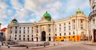 El ala de San Miguel del palacio de Hofburg en Viena, Austria imágenes de archivo libres de regalías